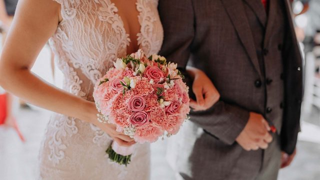How Can I Look Thinner in My Wedding Photos?
